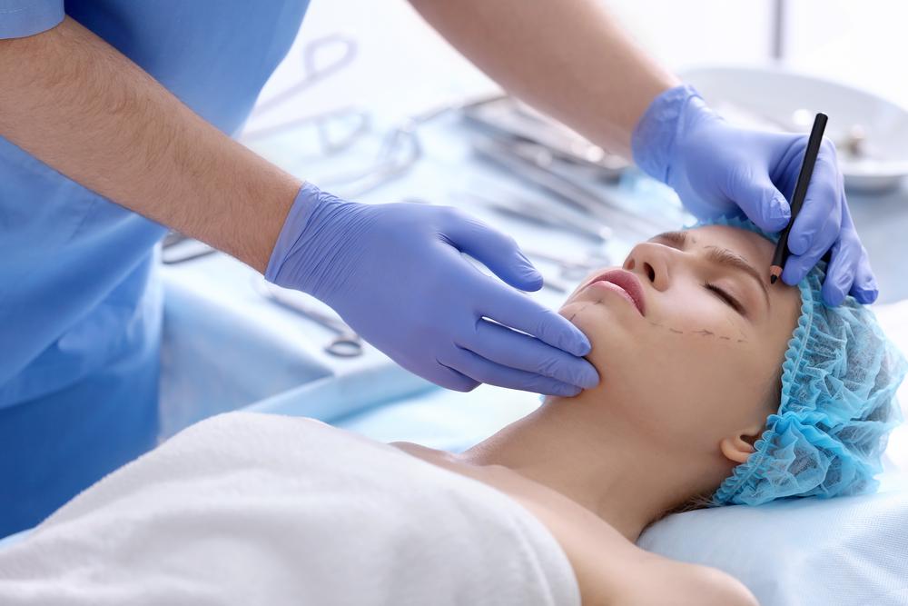 plastic surgery vs cosmetic surgery